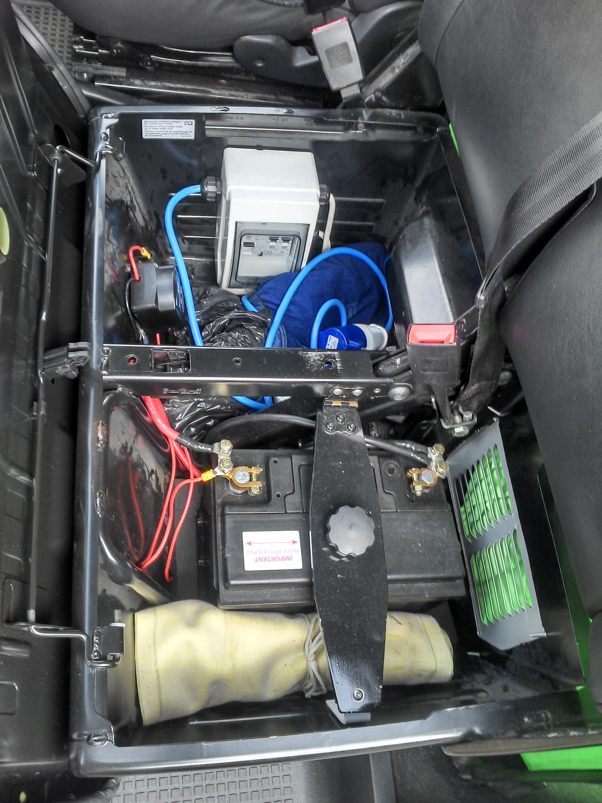 split charge and battery under passenger seat vw t4. Black Bedroom Furniture Sets. Home Design Ideas